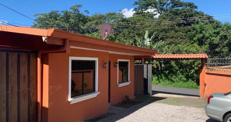 R 2749 Single-level apartment type house in a complex in Santa Teresa de Escazu near the village of Bello Horizonte