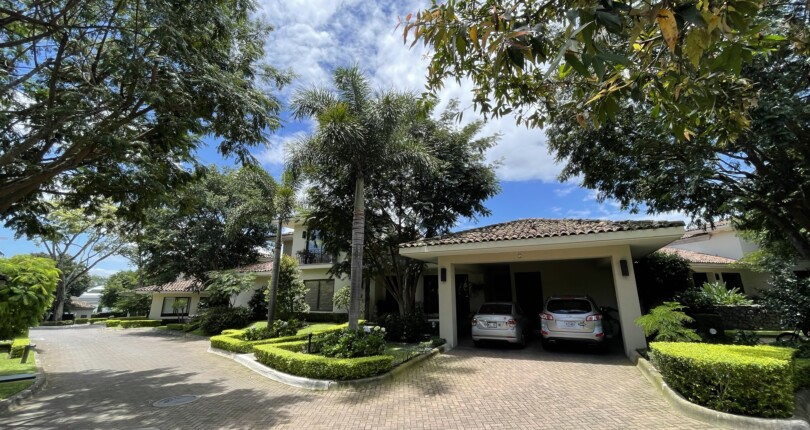 C 3203 Luxurious house in exclusive condominium a few steps from the Costa Rica Country Club