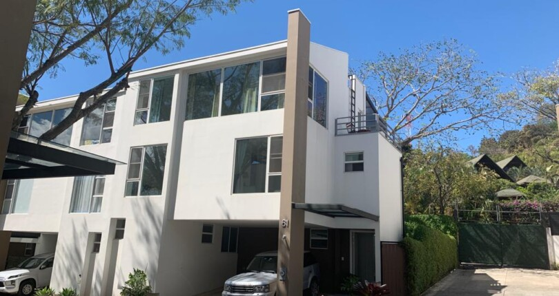 C 3817 Modern townhouse in Condominio Residencial Paseo del Sol Santa Ana with pool, tennis, playground in common areas
