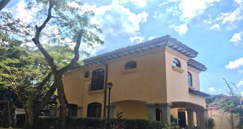 R 3829 House in condominium in Lindora, Santa Ana a few steps from the commercial area for rent