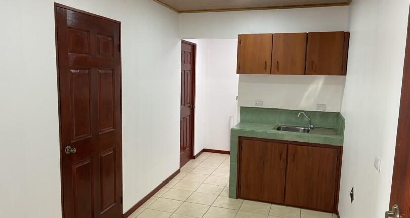 R 10 One bedroom apartment with 1 bathroom a few steps from Colegio StMary in Guachipelin