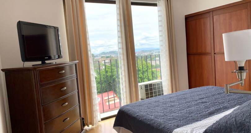 F 3856 An room in a shared apartment for a single female lady next Ucimed Sabana Oeste