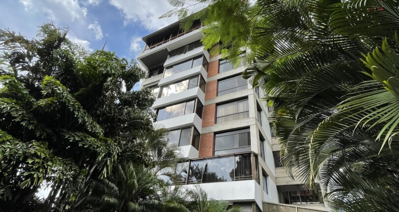 C 3876  Newly remodeled luxurious seventh floor apartment across from the Costa Rica Country Club