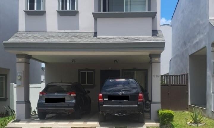 C 3878 House in Condominium Natura Viva.