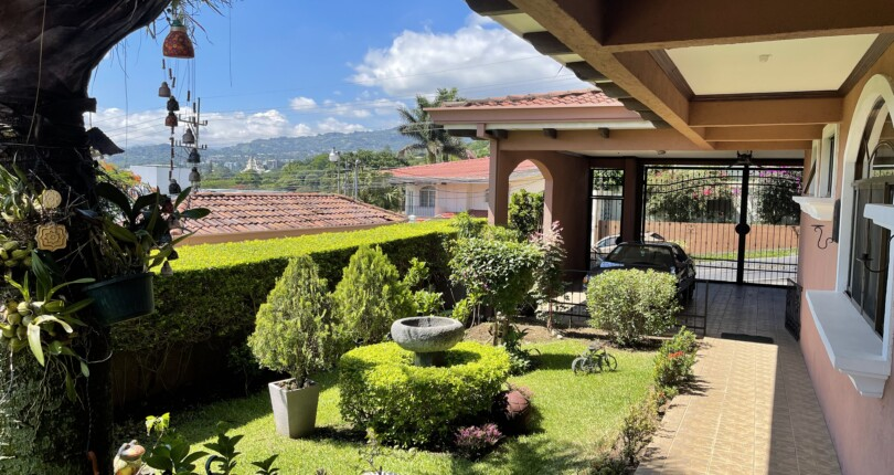 r 3882 Single-level house in condominium overlooking the central valley x Alto de las Palomas in Escazu