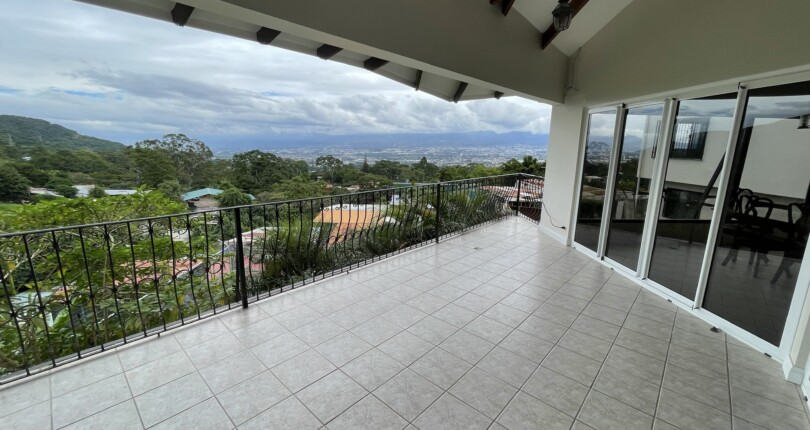 R 3897 Modern single-level house with fabulous views of the central valley and mountains of Escazú