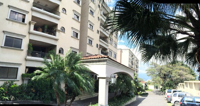 R 3916 Modern apartment recently remodeled tower, in front of the World Gym a few steps from La Paco in Escazu