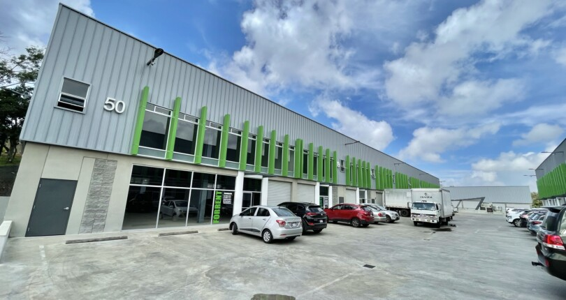 Cc 3920 New Commercial premises or warehouse in Ultima Park Dos