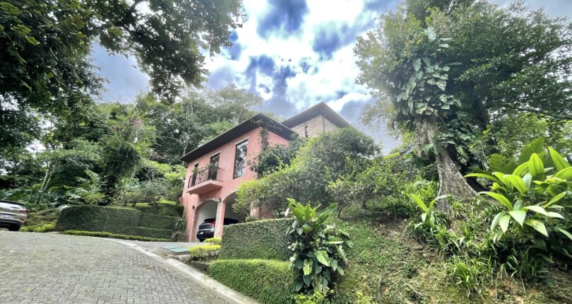 C 3921 Tuscany style house in Brazil from 𝐌𝐨𝐫𝐚 Ciudad Colon