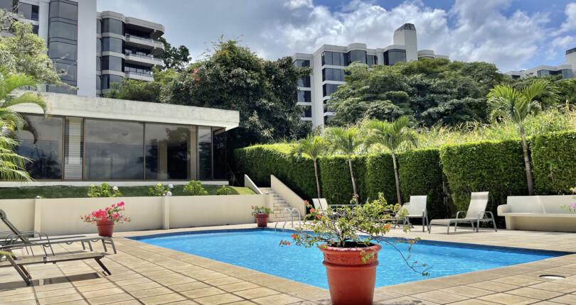C 3818  Spacious apartments Highrise in Alto de Mayorca,  Bello Horizonte de Escazu with large social area and fabulous views