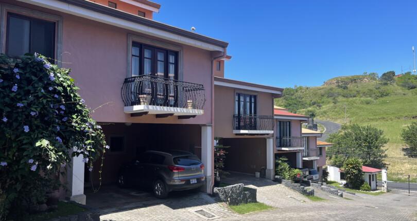 C 3941 Townhouse in condominium located in the Loma Real Urbanization, Guachipelin de Escazú